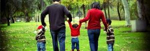 familia_feliz_ama_sonrie_vive_punto_es
